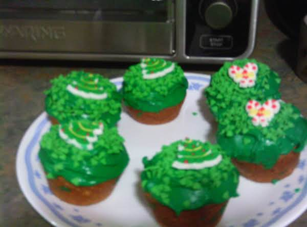 Grace's Christmas Wreathy Cup Cakes W/candy Trees