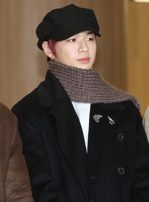 kang daniel scarf 7