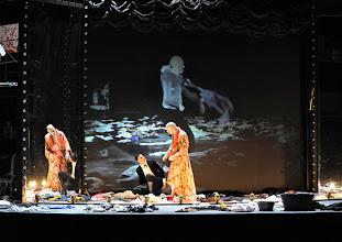 """Photo: WIEN/ BURGTHEATER; """"DANTONS TOD"""" von Georg Büchner. Inszenierung; Jan Bosse. Premiere 24. Oktober 2014. Fabian Krüger,  Joachim Meyerhoff. Foto: Barbara Zeininger"""