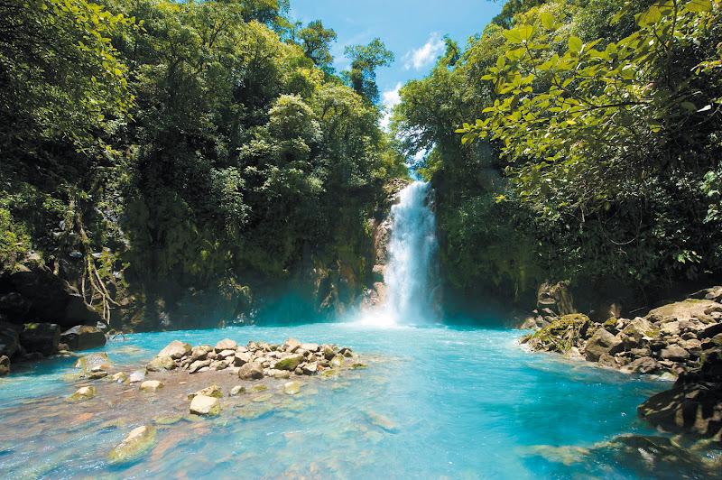 Photo: COSTA RICA : Le Paradis Vert  Durée du voyage : 14 jours / 12 nuits   Blotti entre l'océan Pacifique et la mer des Caraïbes, le Costa Rica est le pays d'une nature reine. Recouvert d'une forêt tropicale hérissée de volcans toujours actifs, il est d'une incroyable biodiversité, préservée dans de nombreux parcs nationaux.   Découvrez le programme complet sur nationaltours.fr : http://bit.ly/voyage-costa-rica