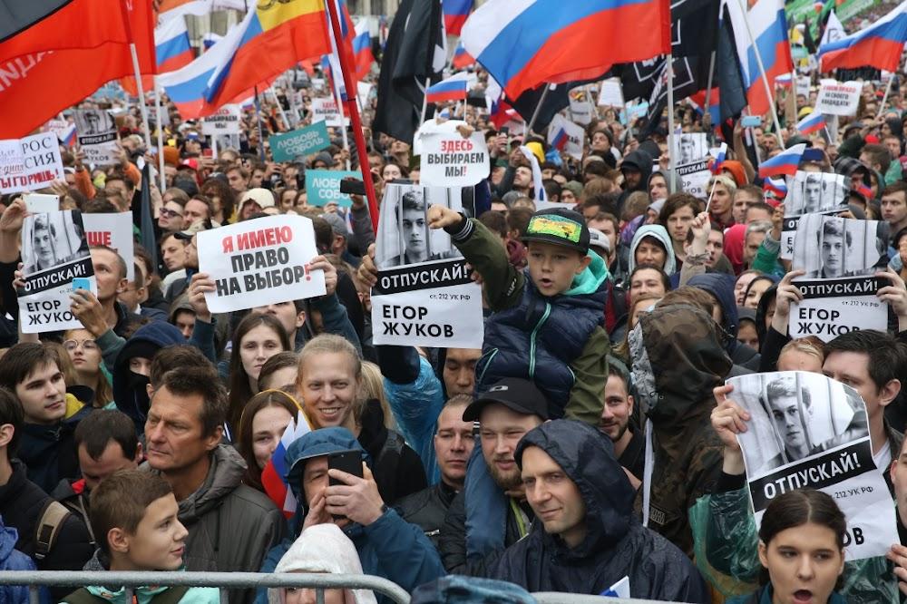 Duisende is ontevrede in Moskou se grootste protes in jare