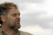 Steve Hofmeyr has raised the prize money for fans who destroy their decoders.