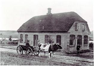 Photo: Ingstrup Skole 1890, Lærer N. Nielsen og hustru.