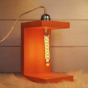 collection de lampe design en béton orange de la marque de décoration en béton Junny