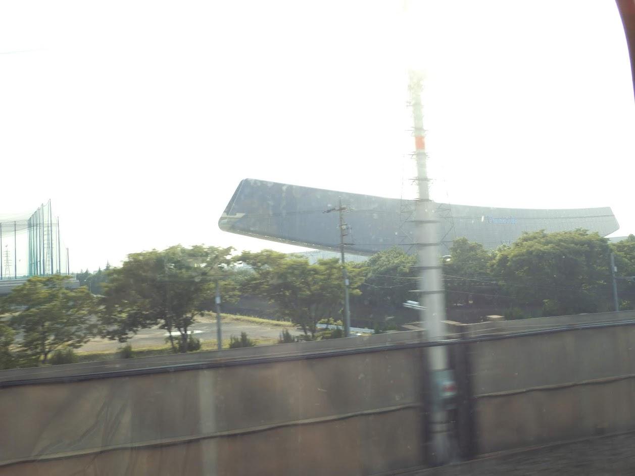 新幹線の車窓からソーラーアーク