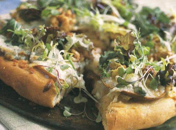 Pear And Gorgonzola Salad Pizza Recipe