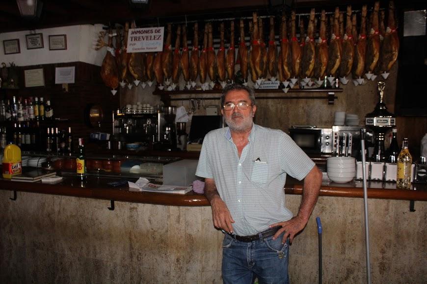 Antonio Fernández, propietario del Mesón Sierra Morena, ubicado en calle Bilbao, Zapillo.