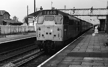 Photo: An up train arriving at Kingham (May 1973)