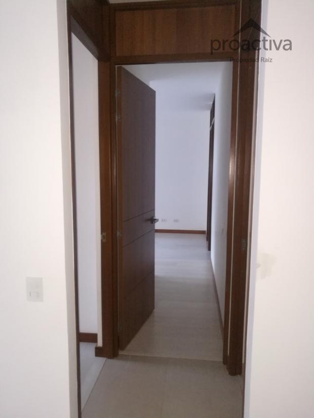 apartamento en arriendo loma de las brujas 497-5532