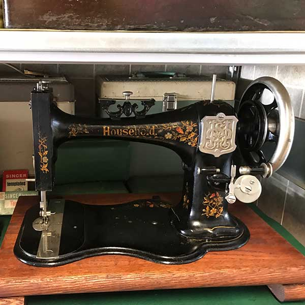 réparation de machine à coudre antique