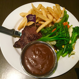 Steak and Chips? Yes! by Dawn Simpson - Food & Drink Plated Food ( steak, chips, dining out, vegetables, dinner )