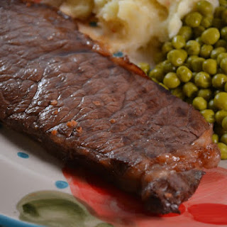 #FreshTastyValentines ~ Red Wine Garlic Strip Steaks