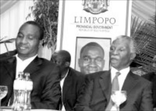 HANDS ON: Premier Sello Moloto and President Thabo Mbeki. © Unknown.