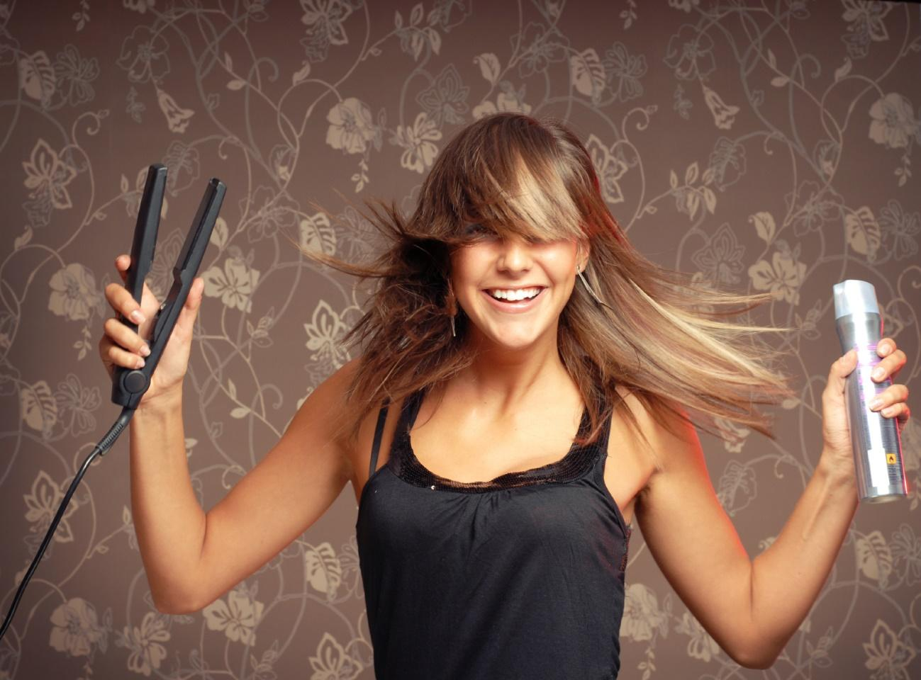 http://thekindtips.com/wp-content/uploads/2013/03/girl-with-flat-iron-and-spray-for-web-site.jpg