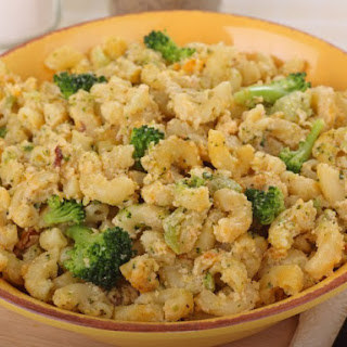 Slow Cooker Macaroni And Cheese With Broccoli.