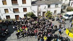 Más de cien moteros abarrotaron la plaza de Velefique.