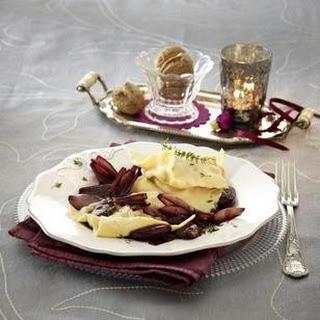 Ravioli mit Balsamico-Schalotten