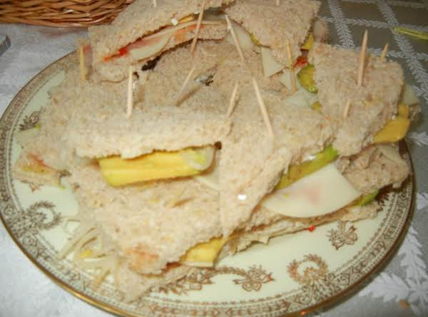 Avacado And Sprout Sandwich