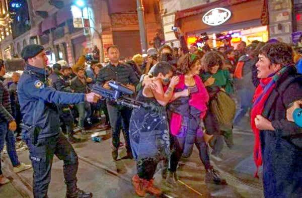 manifestazione donne in Turchia