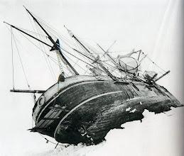Photo: el barco atrapado en una grieta, 19 octubre 1915.