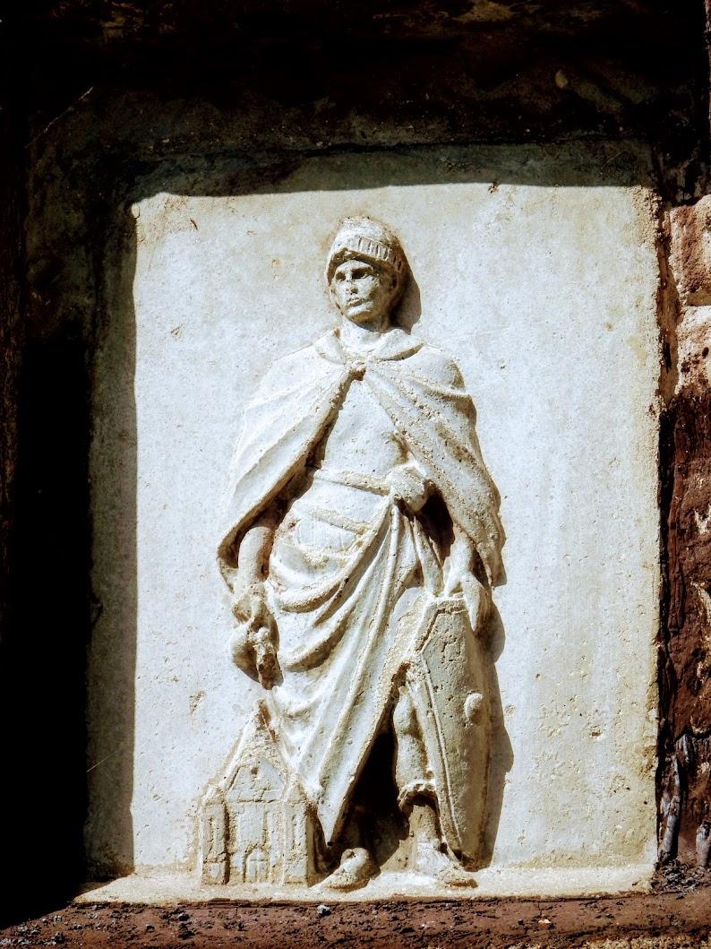 Pilisszentkereszt - Szent Flórián-dombormű (képoszlop)
