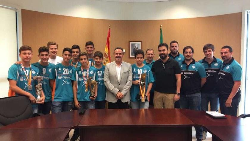 El delegado de territorial de Deporte recibe al equipo Cajamar C.D. URCI Almería