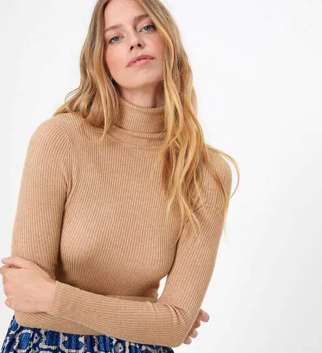 must-haves-for-winter-wardrobe_turtleneck_sweater