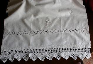Photo: il secondo asciugamano sempre di cotone con cifra e bordo a uncinetto