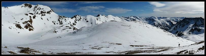 Photo: Coma de Senyac y toda la carena fronteriza con las cimas de Meners, Estany Mort, Mil Menut, Pala de Jan, Ransol.......
