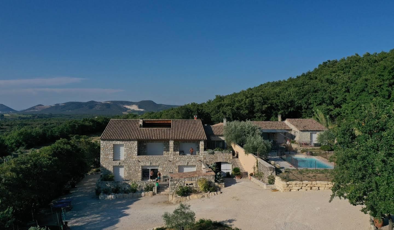 Villa avec piscine et terrasse La Garde-Adhémar