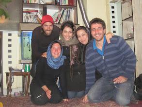 Photo: Notre hôte Reza a Teheran et ses deux soeurs.