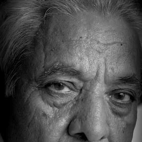 by Saravanan Veeriah - People Portraits of Men ( black n white, aged man, old man, man, portrait )