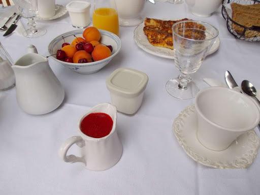 le-petit-dejeuner-a-lescleriade-table-dhotes-en-provence-pres-de-vaison-la-romaine