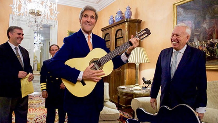 Kerry, exsecretario de Estado de Estados Unidos,  junto a Margallo en 2015.