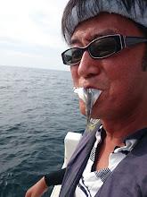 Photo: 食べるんかいっ! 「船長!ウマかですよ!」 ・・・今すぐ、痛風の症状が出ればいいのに!