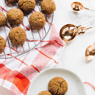 Soft Chewy Gingersnap Molasses Cookies (Vegan and Gluten Free).
