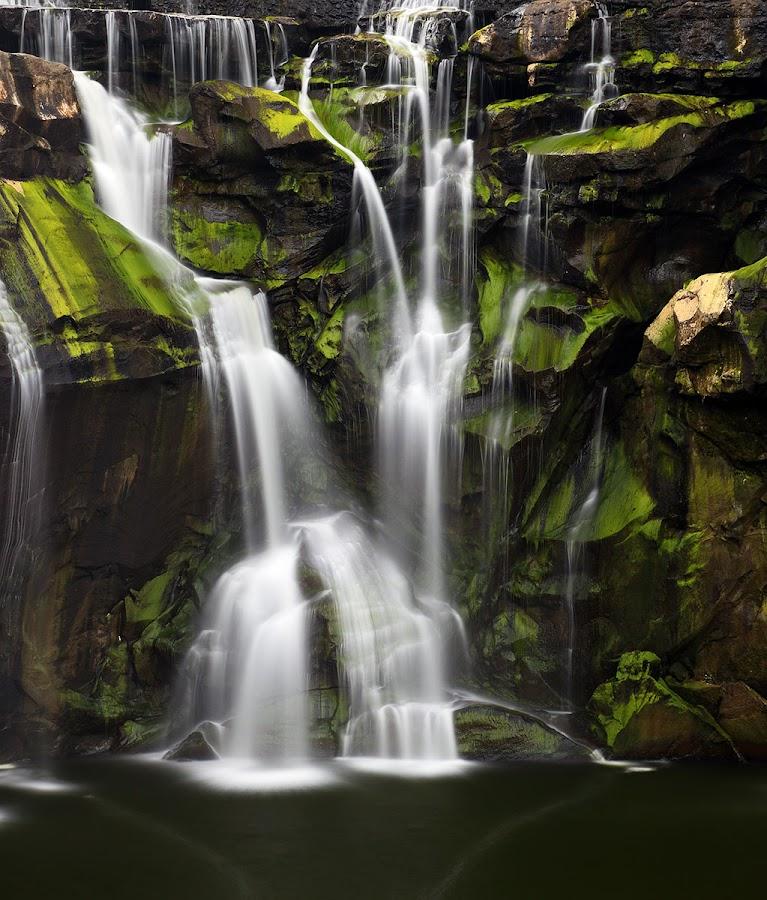 Shifen Closeup by Ravi Nori - Landscapes Waterscapes ( taiwan )