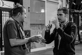 """Photo: - [Luis @luis_quevedo] Mira, Dani, en New York para neutralizar el """"rayo de mirada"""" hacemos el truquillo este con los dedos.  - [Dani] Noo... ¿tú también?"""