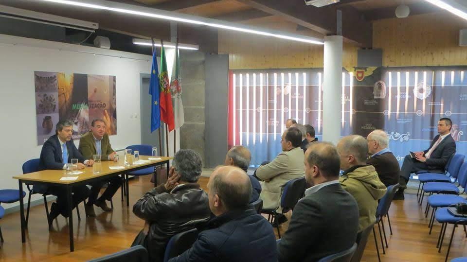 Secretário de Estado da Modernização Administrativa reuniu-se com empresários de Lamego