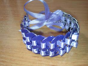 Photo: Pulsera Lila y cinta Malva con cierre de botón y lazo decorativo. Precio: 7 €
