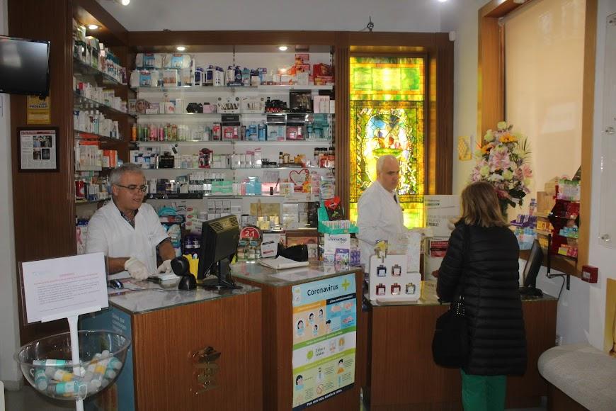 Farmacia Las Cuatro Calles, en calle Real esquina Eduardo Pérez.