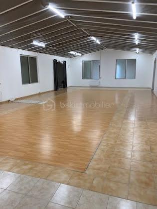 Vente divers 10 pièces 700 m2