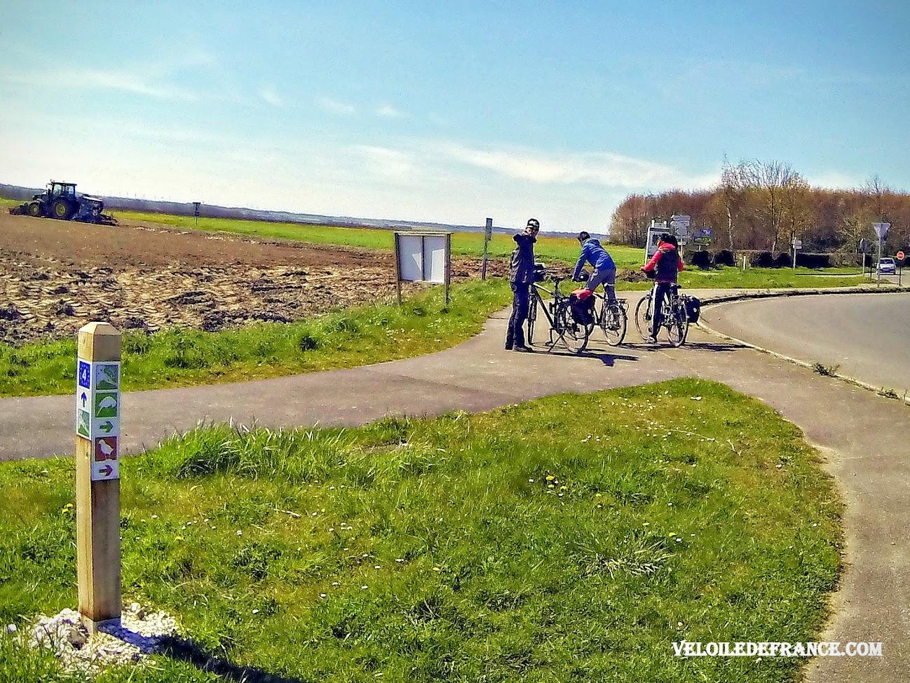 Panneau de circuit cycliste en Baie de Somme avec les logos d'oiseau - Blog Les Balades à vélo autour de La Baie de Somme par veloiledefrance.com