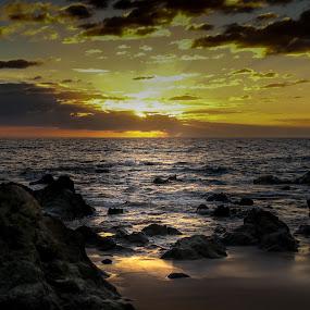 Sunset by John Chitty - Landscapes Sunsets & Sunrises ( maui, sunset, sea, seascape, landscape, hawaii,  )