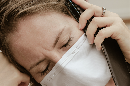 Notification des effets indésirables par les patients atteints de la COVID-19