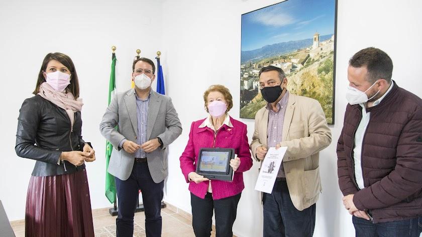Los diputados en su visita al municipio de Lúcar.