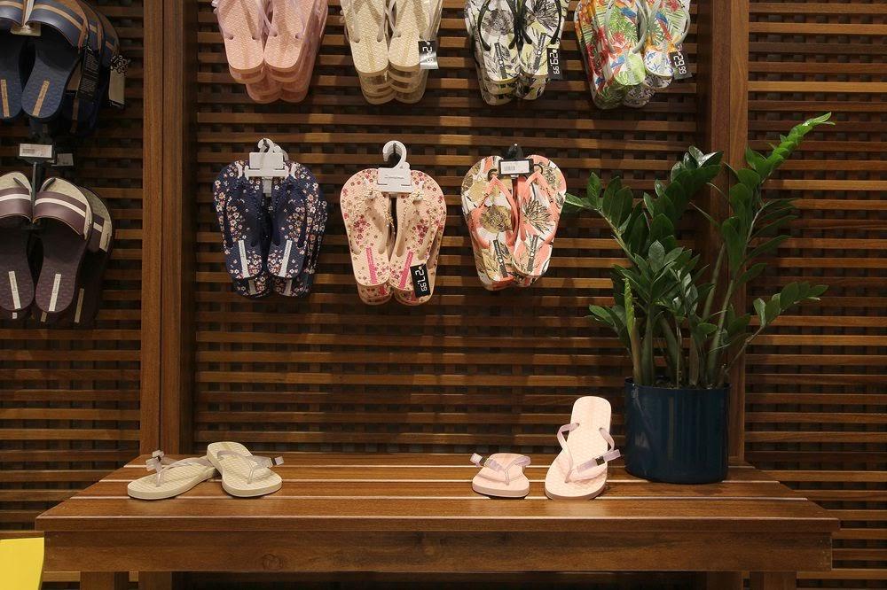Thiết kế shop giày dép - Thiết kế cửa hàng giày dép 6