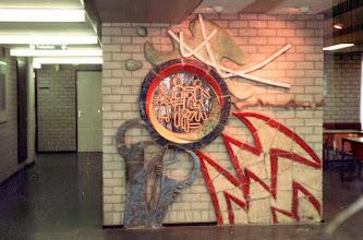 Photo: relief bedrijfsgeneeskundige dienst Europoort te Hoogvliet vooraanzicht, 1982