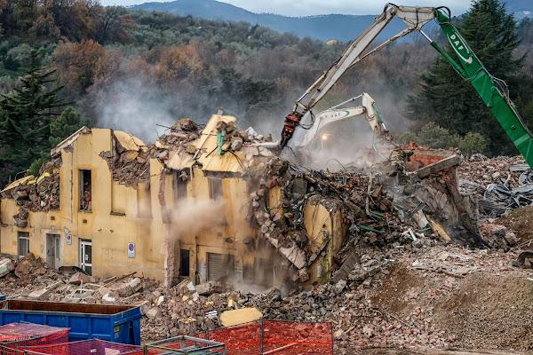 Ospedale Abbattuto .... di mirella_cozzani