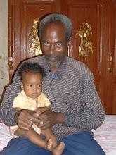 Photo: Abdalla, coordinatore locale del gruppo CBR, con l'ultima figlia